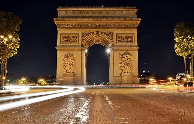 Charles de Gaulle a Champs Elysees